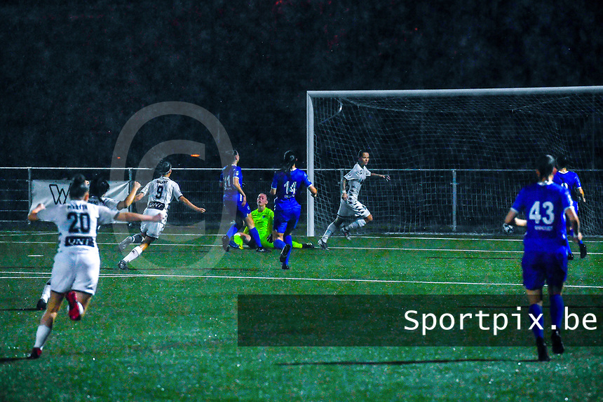 Alysson Duterne (14) of Sporting du Pays de Charleroi scores 0-1 and Charleroi can celebrate during a female soccer game between  Racing Genk Ladies and Sporting du pays de Charleroi on the fourth matchday of the 2021-2022 season of the Belgian Scooore Womens Super League , friday 10 September 2021  in Genk , Belgium . PHOTO SPORTPIX | STIJN AUDOOREN