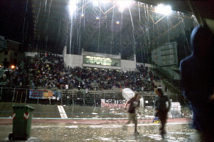 genova luglio 2001, proteste contro il g8. lo stadio carlini --- genoa july 2001, protests against g8 summit. carlini stadium