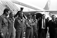 1er vol d'essai de l'Airbus A310, aérodrome Toulouse-Blagnac. 3 avril 1982.<br /> <br />  l'équipage avec les dirigeants Airbus posant au pied de l'avion : de g à d. Jean-Pierre Flamant, Gunter Scherer, Pierre Baud (copilote), Bernard Ziegler (chef pilote), Gérard Guyot (ingénieur en vol), Jean Pierson (sous-directeur de la division avion de l'Aérospatiale) et Bernard Lathière (administrateur-gérant d'Airbus Industrie).