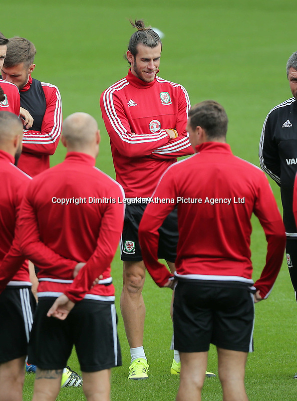 CARDIFF, WALES - SEPTEMBER 05: Gareth Bale (C) joins other team mates during the Wales training session, ahead of the UEFA Euro 2016 qualifier against Israel, at the Cardiff City Stadium on September 5, 2015 in Cardiff, Wales.