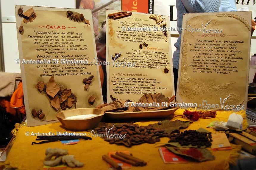 Bancarelle di artigianato e prodotti equosolidali..Stalls of crafts and fair trade products.....