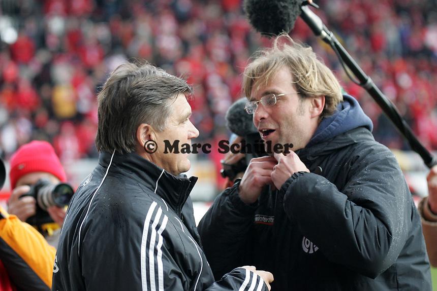 Trainer Hans Meyer (1. FC Nuernberg) und Trainer Juergen Klopp (1. FSV Mainz 05, r.) +++ Marc Schueler +++ 1. FSV Mainz 05 vs. 1. FC Nuernberg, 24.02.2007, Stadion am Bruchweg Mainz +++ Bild ist honorarpflichtig. Marc Schueler, Kreissparkasse Grofl-Gerau, BLZ: 50852553, Kto.: 8047714