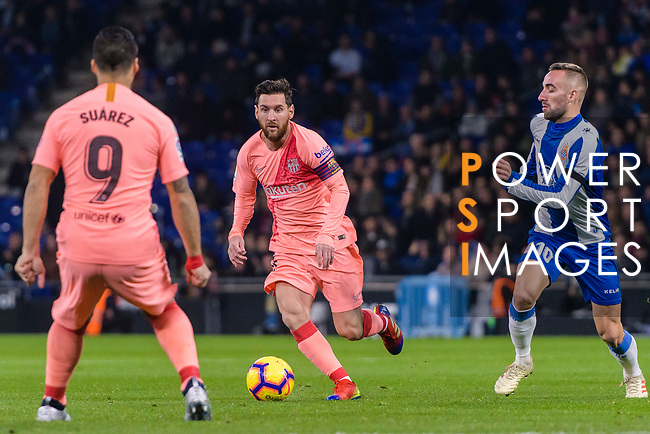 Lionel Messi of FC Barcelona (C) in action against Sergi Darder of RCD Espanyol (R) during the La Liga 2018-19 match between RDC Espanyol and FC Barcelona at Camp Nou on 08 December 2018 in Barcelona, Spain. Photo by Vicens Gimenez / Power Sport Images