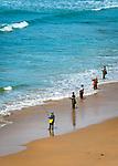 Spanien, Andalusien, Provinz Cádiz, Conil de la Frontera: Badeort an der Costa de la Luz, Angler am Strand | Spain, Andalusia, Province Cádiz, Conil de la Frontera: beach resort at Costa de la Luz, fisher