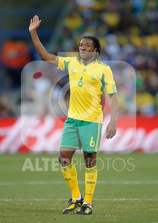 MacBeth Sibaya of South Africa in action raises his hand, France v South Africa, FIFA World Cup 2010 Group A, Free State Stadium, Bloemfontein, South Africa, Date 22062010 Picture by Marc Atkins Mobile +27 8200 97621 (IPS PHOTO AGENCY) - 21 Delisle road - London SE28 0JD- tel: 020 88 55 1 008 - fax: 020 88 55 1037 - ISDN: 020 88 55 1039.