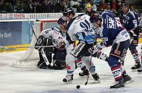 Eduard Lewandowski (Adler) gegen Josef Lehner und Goalie Mike Bales (beide Straubing)<br /> Adler Mannheim vs. Straubing Tigers, SAP Arena<br /> *** Local Caption *** Foto ist honorarpflichtig! zzgl. gesetzl. MwSt. <br /> Auf Anfrage in hoeherer Qualitaet/Aufloesung. Belegexemplar an: Marc Schueler, Am Ziegelfalltor 4, 64625 Bensheim, Tel. +49 (0) 6251 86 96 134, www.gameday-mediaservices.de. Email: marc.schueler@gameday-mediaservices.de, Bankverbindung: Volksbank Bergstrasse, Kto.: 151297, BLZ: 50960101