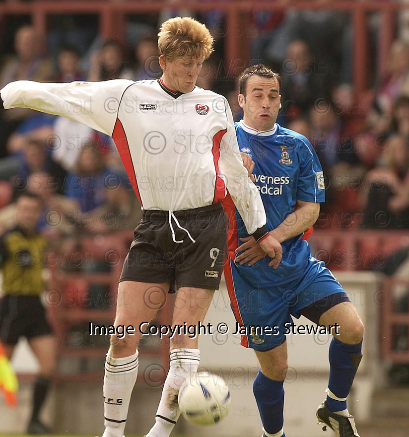 20040509    Copyright Pic: James Stewart.File Name : jspa18_clyde_v_ict..James Stewart Photo Agency 19 Carronlea Drive, Falkirk. FK2 8DN      Vat Reg No. 607 6932 25.Office     : +44 (0)1324 570906     .Mobile  : +44 (0)7721 416997.Fax         :  +44 (0)1324 570906.E-mail  :  jim@jspa.co.uk.If you require further information then contact Jim Stewart on any of the numbers above.........