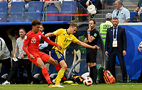 SAMARA - RUSIA, 07-07-2018: Viktor CLAESSON (Der) jugador de Suecia disputa el balón con Dele ALLI (Izq) jugador de Inglaterra durante partido de cuartos de final por la Copa Mundial de la FIFA Rusia 2018 jugado en el estadio Samara Arena en Samara, Rusia. / Viktor CLAESSON (R) player of Sweden fights the ball with Dele ALLI (L) player of England during match of quarter final for the FIFA World Cup Russia 2018 played at Samara Arena stadium in Samara, Russia. Photo: VizzorImage / Julian Medina / Cont