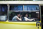 UKRAINE, Mariupol: Passengers inside a public bus of Mariupol. <br /> <br /> UKRAINE, Mariupol: passagers à l'intérieur d'un bus public de Mariupol.