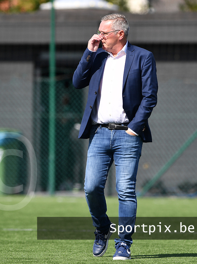 Brugge's head coach Leo Van Der Elst pictured during a female soccer game between Club Brugge Dames YLA and Racing Genk Ladies on the second matchday of the 2020 - 2021 season of Belgian Scooore Women s SuperLeague , saturday 5 th of September 2020  in Brugge , Belgium . PHOTO SPORTPIX.BE | SPP | DAVID CATRY