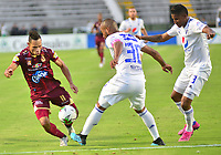 IBAGUE – COLOMBIA, 09-10-2019: Anderson Plata del Tolima disputa el balón con Luis Payares y Alex Rambal del Millonarios durante partido entre Deportes Tolima y Millonarios por la fecha 16 de la Liga Águila II 2019 jugado en el estadio Manuel Murillo Toro de la ciudad de Ibagué. / Anderson Plata of Tolima struggles the ball with Luis Payares and Alex Rambal of Millonarios during match between Deportes Tolima and Millonarios for the date 16 as part of Aguila League II 2019 played at Manuel Murillo Toro stadium in Ibague. Photo: VizzorImage / Juan Carlos Escobar / Cont
