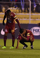 LA PAZ - BOLIVIA, 01-06-2017: Jugadores del Tolima lucen decepcionados después del partido de la primera fase, llave 16,entre Bolívar de Bolivia y Deportes Tolima de Colombia por la Copa Conmebol Sudamericana 2017 jugado en el estadio Hernando Siles de la ciudad de La Paz, Bolivia. / Players of Tolima look disappointed after match for the first phase, Kye 16, between  Bolivar de Bolivia and Deportes Tolima of Colombia for the Conmebol Sudamericana Cup 2017 played at Hernando Siles stadium in La Paz, Bolivia. Photo: VizzorImage / Daniel Miranda / APG Noticias / Cont