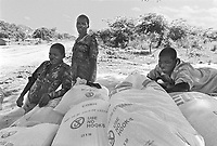 - Mozambique 1993, delivery of flour US humanitarian aid to the village of Inhaminga, Sofala province, isolated and occupied by Renamo guerrilla<br /> <br /> - Mozambico 1993, consegna  di farina aiuto umanitario USA al villaggio di Inhaminga, provincia di Sofala, isolato ed occupato dalla guerriglia della RENAMO