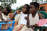 ANGOLA Kwanza Sul, village Kassombo, children in evening school, each child must bring his own plastic chair as the schools in poor condition due to the civil war / ANGOLA Kwanza Sul, Dorf Kassombo, Kinder in einer Abendschule, da die Schulen durch den Buergerkrieg zerstoert und ohne Inventar sind, muss jedes Kind seinen Plastik Stuhl mitbringen