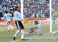 Gabriel Heinze of Argentina celebrates the 1st goal