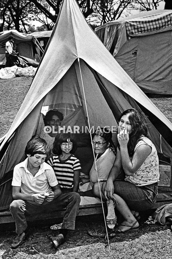 Acampamento de desempregados no Parque do Ibirapuera. São Paulo. 1984. Foto de Juca Martins.