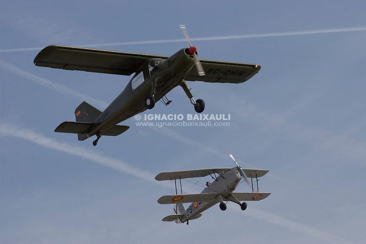 Bücker Real Aeroclub de Valencia + AIRMED Biplano / Biplane. Avión clásico / Clasic plane. V FESTIVAL AEREO CIUDAD DE VALENCIA, 19/10/2008 - Playa de la Malvarrosa / Malvarrosa beach, Valencia, España / Spain