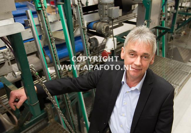 Ulft 06032012 Ron van de Pavert bij een van de verpakkingsmachines die machinefabrriek vd Pavert bouwt.<br /> Foto Frans Ypma APA-foto
