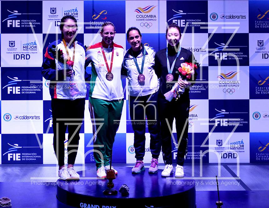 BOGOTA – COLOMBIA – 28 – 05 – 2017: Emese Szasz-Kovacs (2 Izq.) de Hungria, Medalla de oro, Man Wai Vivian Kong (Izq.) de Hong Kong, medalla de Plata, Alberta Santouccio (2 Der.) de Italia tercer puesto y A Lam Shin (Der.) de Corea tercer puesto, durante la Final de Varones Mayores Epee del Gran Prix de Espada Bogota 2017, que se realiza en el Centro de Alto Rendimiento en Altura, del 26 al 28 de mayo del presente año en la ciudad de Bogota.  / Emese Szasz-Kovacs (2 L) from Hungary, Gold Medal, Man Wai Vivian Kong (L) of Hong Kong, Silver Medal, Alberta Santouccio (2 R) from Italy third place and A Lam Shin (R)  from Korea third place, during the Final Senior Women´s Epee of the Grand Prix of Espada Bogota 2017, that takes place in the Center of High Performance in Height, from the 26 to the 28 of May of the present year in The city of Bogota.  / Photo: VizzorImage / Luis Ramirez / Staff.
