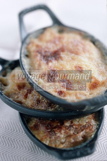 """Europe/France/Rhône-Alpes/74/Haute-Savoie/Morzine: Gratin Dauphinois d'Alexandre Baud-Pachon Chef du restaurant """"la Taverne"""" au Samoyède"""