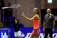 16-12-11, Netherlands, Rotterdam, Topsportcentrum, Arantxa Rus   gooit uit frustratie haar racket in de lucht