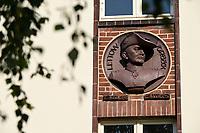GERMANY, Hamburg, colonial German history, former Nazi Lettow-Vorbeck barracks in Jenfeld , built 1936-38, later used by Bundeswehr until 1999, bust of commander of the german colonial troops / DEUTSCHLAND, Hamburg, Germany, Hamburg, Gelaende der ehemaligen Wehrmacht Kaserne Lettow-Vorbeck in Jenfeld, später genutzt von der Bundeswehr bis 1999, zur Zeit Wohnheim der Bundeswehr Universität, Büsten von Kommandeuren der Kolonialtruppen an den Kasernen, Paul Emil von Lettow-Vorbeck 1870-1964, Kommandeur der Schutztruppe für Deutsch-Ostafrika, 1900/01 nahm er als Adjutant der 1. Ostasiatischen Infanterie-Brigade an der Zerschlagung der Boxerbewegung in China teil. In der Kolonie Deutsch-Südwestafrika nahm er zwischen 1904 und 1906 im Stab des Kommandeurs der Schutztruppe Lothar von Trotha und als Kompaniechef am Völkermord an den Herero und Nama teil. Die genozidale Kriegsführung Trothas verteidigte er nachdrücklich.
