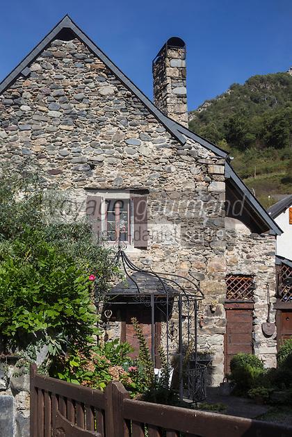 Europe, France, Aquitaine, Pyrénées-Atlantiques, Béarn, Vallée d'Aspe, Etsaut,  Détail habitat // Europe, France, Aquitaine, Pyrenees Atlantiques, Bearn, Aspe valley, Etsaut, rural home