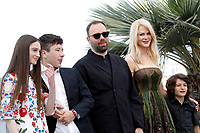 NICOLE KIDMAN, BARRY KEOGHAN, YORGOS LANTHIMOS, RAFFEY CASSIDY - Cannes 2017 - The Killing of a Sacred Deer / Mise à mort du cerf sacré photocall during Cannes Film Festival in Cannes, France, 22/05/2017. # 70EME FESTIVAL DE CANNES - PHOTOCALL 'MISE A MORT DU CERF SACRE'