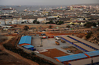 ANGOLA Luanda, harbour and anchorage, in front oil tanks of Sonangol the national oil company und a camp of chinese construction company, Hongkong based CIF China International fund is funding infrastructure projects with billions heavy loans for chinese companies and Angola is paying back with crude oil to China / ANGOLA Luanda, Reede, Hafen mit Oel Tanks der staatlichen Oelgesellschaft Sonangol, im Vordergrund Komplex einer chinesischen Baufirma, CIF China International Fund finanziert Infrastruktur Projekte fuer chinesische Baufirmen wie die staatliche CITIC mit Milliarden schweren Krediten, Angola zahlt durch Erdoel Lieferungen an China zurueck