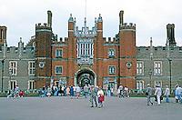 London: Hampton Court Palace, Great Gatehouse, 1514