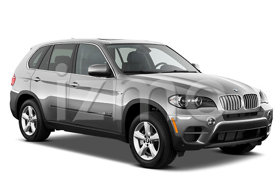 Low aggressive passenger side front three quarter view of a 2013 BMW X5 xDrive50i