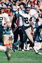Oakland Raiders Willie Brown (16) during a game from his 1975 season with the Oakland Raiders. Willie Brown played for 16 years, with 2 different teams was a 9-time Pro Bowler, and was inducted to the Pro Football Hall of Fame in 1984.(SportPics)