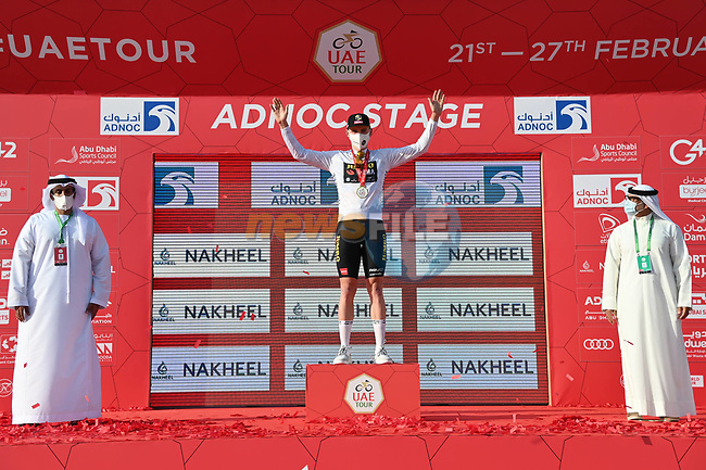 David Dekker (NED) Jumbo-Visma wears the first young riders White Jersey at the end of Stage 1 of the 2021 UAE Tour the ADNOC Stage running 176km from Al Dhafra Castle to Al Mirfa, Abu Dhabi, UAE. 21st February 2021.  <br /> Picture: LaPresse/Gian Mattia D'Alberto | Cyclefile<br /> <br /> All photos usage must carry mandatory copyright credit (© Cyclefile | LaPresse/Gian Mattia D'Alberto)