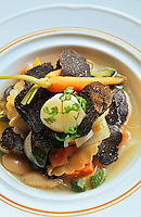 """Europe/France/Midi-Pyrénées/46/Lot/Cahors: Maraichère de légumes, truffes, ravioles de foie gras et haricots tarbais - Recette de Gilles Marre du restaurant """"Le Balandre"""""""
