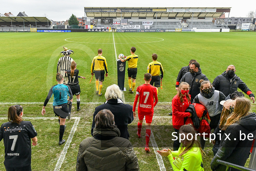 players and referees entering the pitch pictured before a female soccer game between Eendracht Aalst and Standard Femina de Liege on the 11 th matchday of the 2020 - 2021 season of Belgian Scooore Womens Super League , Saturday 23 of January 2021  in Aalst , Belgium . PHOTO SPORTPIX.BE | SPP | STIJN AUDOOREN
