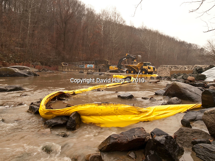 Simpkins Dam on the Patapsco River, which once powered mills in the Ellicott City, MD area, is being removed by NOAA and American Rivers to allow for unrestricted fish passage.