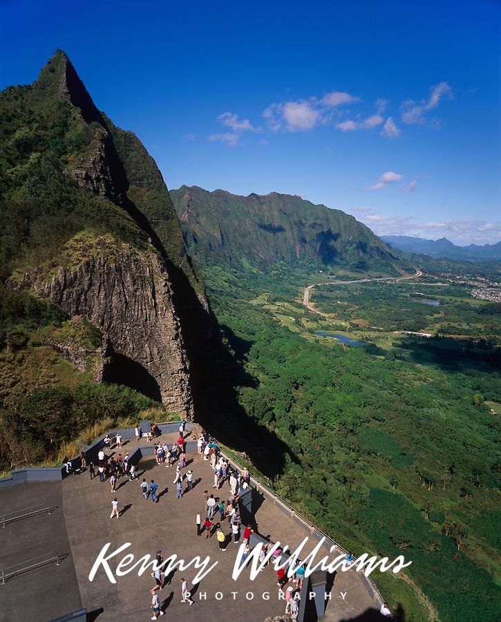 Nu'uanu Pali Lookout, Oahu, Hawaii, USA.