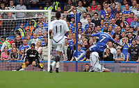 Pictured: Ramires of Chelsea (R) scoring against Michel Vorm of Swansea (L). Saturday 17 September 2011<br />