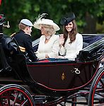 United Kingdom, London: Trooping the Colour, Duchess of Cambridge (Kate Middleton), Duchess of Cornwall (Camilla Rosemary Shand) and Prince Harry in carriage along The Mall | Grossbritannien, England, London: Trooping the Colour, alljaehrliche Militaerparade am zweiten Samstag im Juni zu Ehren des Geburtstages der britischen Koenige und Königinnen, Duchess of Cambridge (Kate Middleton), Duchess of Cornwall (Camilla Rosemary Shand) and Prince Harry fahren in einer offenen Kutsche The Mall entlang