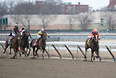 Summer Applause draws away from Sunny Desert (3) and Twice The Lady (yellow and pink) in the Top Flight.