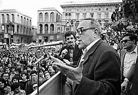 Vittorio Foa durante una manifestazione di Democrazia Proletaria (Milano, 1977)