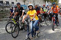 20210925 Virginia Raggi in bicicletta sul Tevere