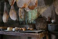 Europe/France/2A/Corse du Sud/Levie : Ferme-Auberge: A Pignata- Charcuterie Corse de la ferme et fromages fermiers