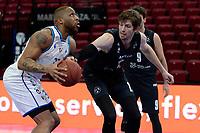 11-02-2021: Basketbal: Donar Groningen v Apollo Amsterdam: Groningen  Donar speler Juwann James met Apollo speler Skip Samson