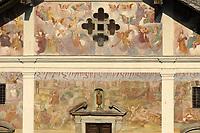 - Val di Gressoney, la chiesa parrocchiale di San Giacomo nel paese di Issime, facciata con affreschi del 1700<br /> <br /> - Gressoney Valley, the parish church of San Giacomo in the village of Issime, facade with frescoes of 1700