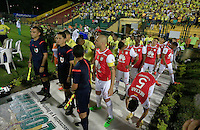 FLORIDABLANCA - COLOMBIA -14 -02-2016: Los jugadores de Independiente Santa Fe, durante partido entre Atletico Bucaramanga e Independiente Santa Fe, por la fecha 3 de la Liga Aguila I 2016, jugado en el estadio Alvaro Gomez Hurtado de la ciudad de Floridablanca. / The players of Independiente Santa Fe, during a match between Atletico Bucaramanga and Independiente Santa Fe, for the date 3 between of the Liga Aguila I 2016 at the Alvaro Gomez Hurtado stadium in Floridablanca city. Photo: VizzorImage. / Duncan Bustamante / Cont