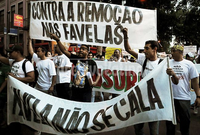 People shouts slogans manifestation on the streets of Rio to protest against official corruption and spending on next year's World Cup, Rio de Janeiro, Brasil, June 20, 2013.  (Austral Foto/Renzo Gostoli)