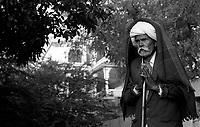 11.2008 Man praying around the lake of Pushkar during kartik purnima pilgrimage.<br /> <br /> Homme en train de prier autour du lac de Pushkar pendant le pèlerinage de kartik purnima.