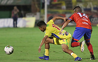 NEIVA - COLOMBIA, 22-02-2019: Andres Amaya de Huila disputa el balón con Ederson Moreno de Pasto durante partido por la fecha 6 de la Liga Águila I 2019 entre Atlético Huila y Deportivo Pasto jugado en el estadio Guillermo Plazas Alcid de la ciudad de Neiva. / Andres Amaya of Huila fights for the ball with Ederson Moreno of Pasto during match for the date 6 of the Liga Aguila I 2019 between Atletico Huila and Deportivo Pasto played at the Guillermo Plazas Alcid stadium of Neiva city. VizzorImage / Sergio Reyes / Cont