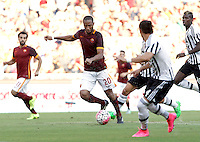 Calcio, Serie A: Roma vs Juventus. Roma, stadio Olimpico, 30 agosto 2015.<br /> Roma's Seydou Keita, center, in action during the Italian Serie A football match between Roma and Juventus at Rome's Olympic stadium, 30 August 2015.<br /> UPDATE IMAGES PRESS/Isabella Bonotto